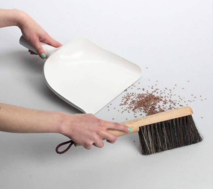 the-sweeper-funnel-has-dustpan-with-a-funnel-5216
